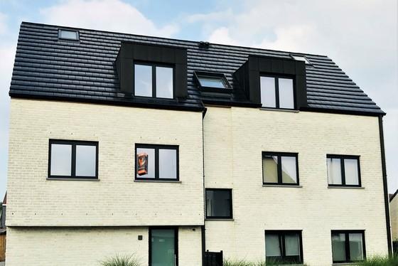 Prachtig nieuwbouw gelijkvloers-appartement van 73m² met 16m² terras, zeer veel lichtinval en rustige ligging !!!