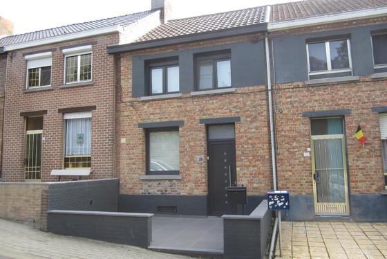 VRIJDAG 14/9 - 1 STE BEZOEKAVOND OP AFSPRAAK 0488/85.81.84 Charmante gerenoveerde woning v 2009-17 met terrassen en tuin op 180m².