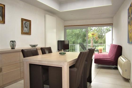 ZAT 29/9 - 1 STE BEZOEKDAG OP AFSPRAAK 0488/85.81.84 Mooi gerenoveerde woning v 2013-17 met zonnige tuin, tuinhuis en 2 terrassen 10m² en 8m².