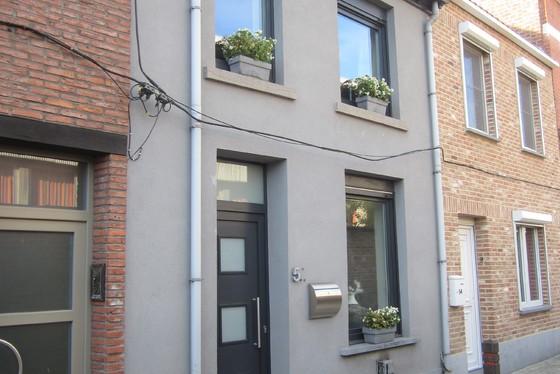 Volledig gerenoveerde woning van 2007-2018 met zonnig terras.