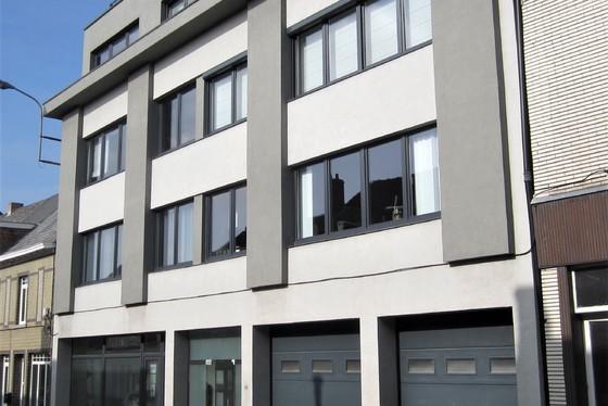 VERKOCHT OP 1ste BEZOEKDAG !! Prachtig gerenoveerd gelijkvloers-appartement van 2011, 98m² met terras of staanplaats, zeer veel lichtinval !!!