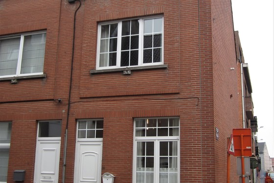 ZAT 17/11  1 STE BEZOEKDAG OP AFSPRAAK 0488/85.81.84 Prachtig gerenoveerde woning van 2001 met zonnig terras.