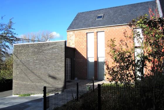 BEZOEK OP AFSPRAAK 0488/85.81.84 Prachtige nieuwbouwwoning v 2008 op 656m² met zonnige tuin, aangelegd terras en garage.
