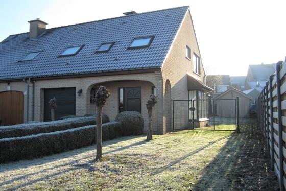 ZAT 19/1 - 1ste BEZOEKDAG OP AFSPRAAK 0488.85.81.84 Prachtige woning op 456m² met mooie aangelegde tuin en zuidgericht terras!