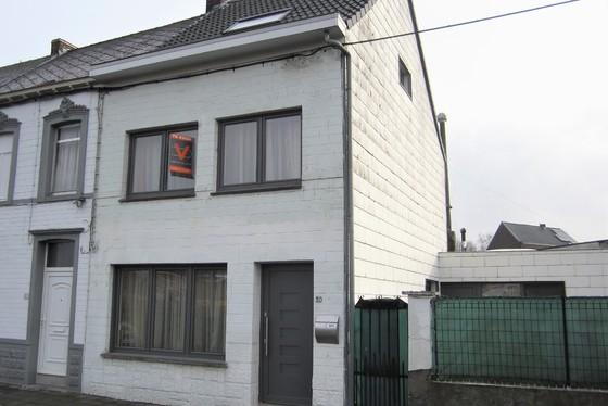 VRIJDAG 1/2 1ste BEZOEKAVOND OP AFSPRAAK 0488/85.81.84 Mooi gerenoveerde woning op 153m² met zonnig terras en garage.