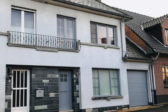 ZAT 9/2 1ste BEZOEKDAG OP AFSPRAAK 0488/85.81.84 Deels gerenoveerde woning op 609m² met zonnige tuin, terrassen en garage.