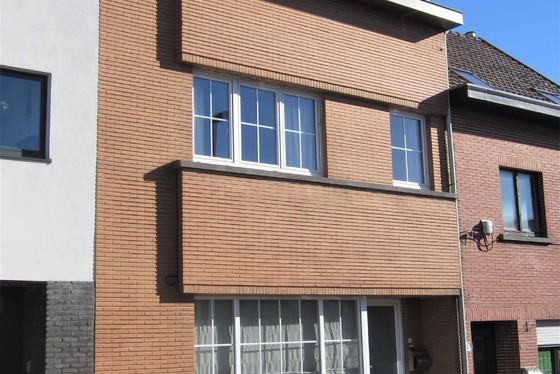 ZAT 2/3 1ste BEZOEKDAG OP AFSPRAAK 0488/85.81.84 Mooi gerenoveerde woning op 171m² met zonnige tuin en terras.