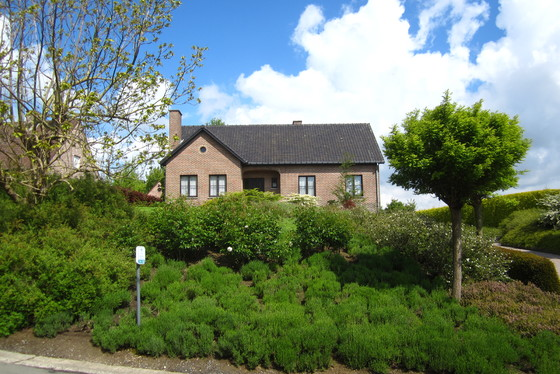 ZAT 25/5 - 1ste BEZOEKDAG OP AFSPRAAK 0488/85.81.84 Landelijke villa op 1932m² in het hartje van de Vlaamse Ardennen met uniek uitzicht op de velden.