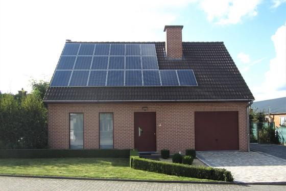 ZAT 21/9 - BEZOEKDAG OP AFSPRAAK 0488.85.81.84 Prachtige open bebouwing op 710m² met zonnepanelen en mooie tuin. Rustige ligging.
