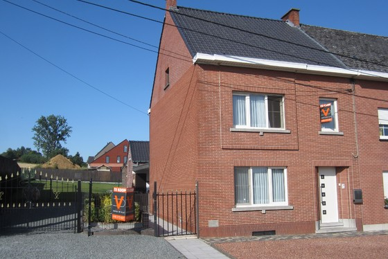 ZAT 24/8 - 1ste BEZOEKDAG OP AFSPRAAK 0488/85.81.84 Charmante halfopen bebouwing op 651m² met zuid gerichte tuin en aangelegd terras. Rustige ligging in het hartje van de Vlaamse Ardennen.