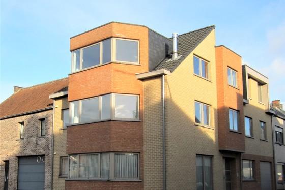 DOND.19/9 - 1ste BEZOEKAVOND OP AFSPRAAK 0488/85.81.84 Prachtig gelijkvloers-appartement 107m² van 2006, met terras v. 24m² en staanplaats.
