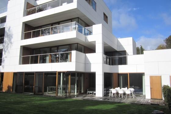 ZAT 2/11 - 1STE BEZOEKDAG OP AFSPRAAK 0488/85.81.84 Prachtig luxueus gelijkvloers appartement van 134m² met zonnig terras 36m², landschapstuin 190m² en garage. GENIET NU NOG VAN DE WOONBONUS!!