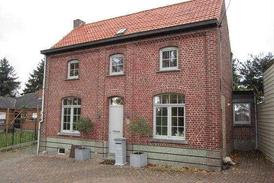 Karaktervolle woning op 735m² met landelijk uitzicht gelegen in een doodlopend straatje.