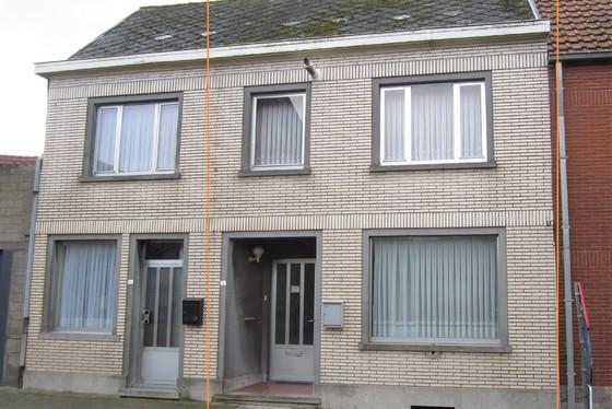 BEZOEK OP AFSPRAAK 0488/85.81.84 Charmante woning op 122m² met  garage, zonnig terras in het hartje van de Vlaamse Ardennen.