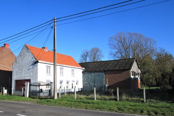Totaal te renoveren hoeve met stalling op 1096m² gelegen in het hartje van de Vlaamse Ardennen.