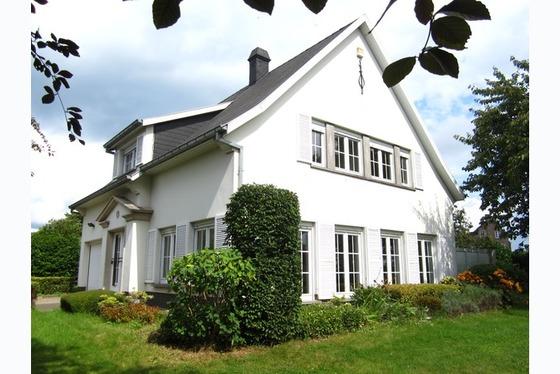 VERKOCHT OP 1 STE BEZOEKDAG !!! Prachtige villa open bebouwing op 1339m² met mooie aangelegde tuin!...