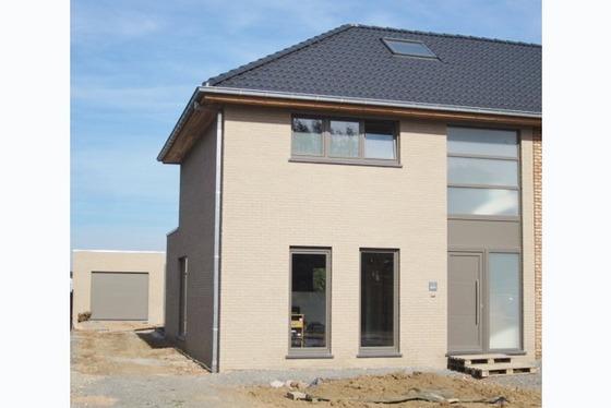 Nieuw te bouwen hob op 358m² in een rustig straatje. Stijl woning nog te bepalen. Gezellige living ...