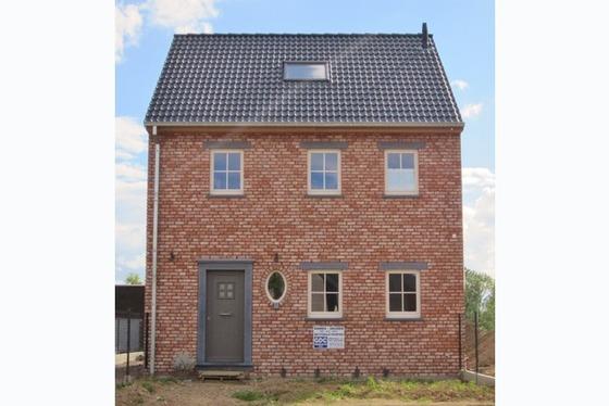 VERKOCHT !!! Nieuw te bouwen gesloten bebouwing in het hartje Vlaamse Ardennen. Stijl woning nog te ...