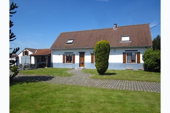 VERKOCHT 1ste BEZOEKDAG !!! Prachtige gerenoveerde hoeve gelegen in het hartje van de Vlaamse Ardenn...