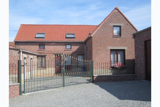 VERKOCHT OP 1 STE BEZOEKDAG !!! Prachtige gerenoveerde hoeve gelegen in het hartje van de Vlaamse Ar...