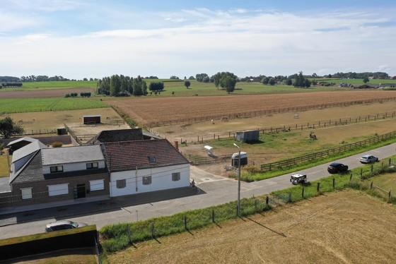 Authentieke vierkantshoeve op 15.441 m² gelegen in het hartje van de Vlaamse Ardennen.