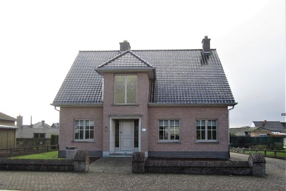 Prachtige residentiële villa op 800m² met mooie aangelegde tuin, oprit en terrassen!