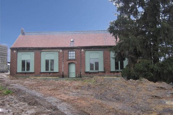 Charmant te renoveren dorpsschool op 948m².