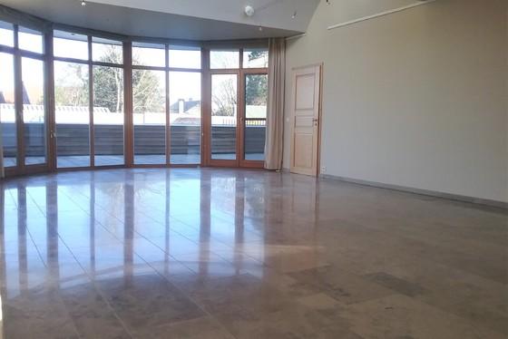 Prachtig appartement v 151m² met ruim terras van 90m² en lift.