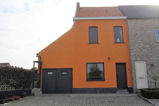Charmante te renoveren woning op 310m² met garage, zonnige tuin en landelijk uitzicht.