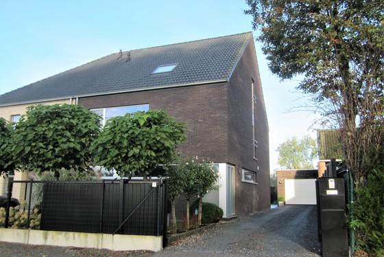 Prachtige nieuwbouw van 2011 op 400m² met mooie aangelegde tuin, terrassen en garage!