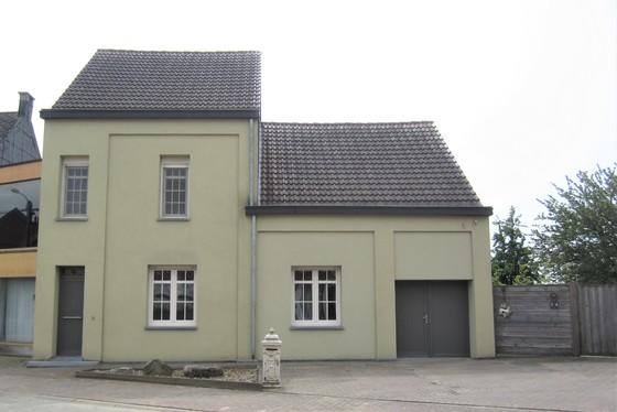 Prachtig gerenoveerde woning op 1970m² met mooie zuidgerichte tuin, weide, terrassen en houten bijgebouw!