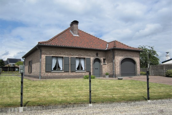 Charmante villa op 959m² met mooi aangelegde tuin en garage!!