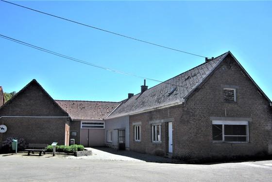 Charmante te renoveren hoeve op 2610m² gelegen in het hartje Vlaamse Ardennen met uitzicht op de velden.