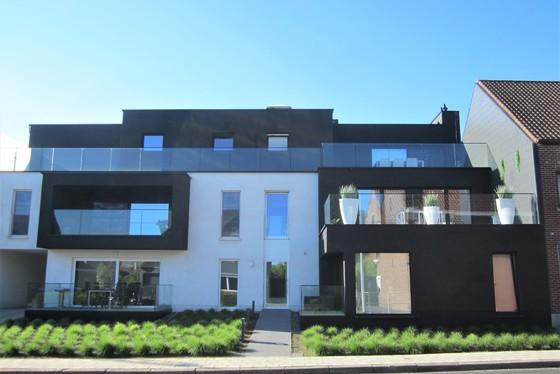 Lichtrijk nieuwbouwappartement v 134m² gelegen op de 2de verdieping met lift en 2 zonnige terrassen.