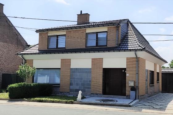 Prachtige open bebouwing op 426m² met aangelegde zonnige tuin, terras en garage!